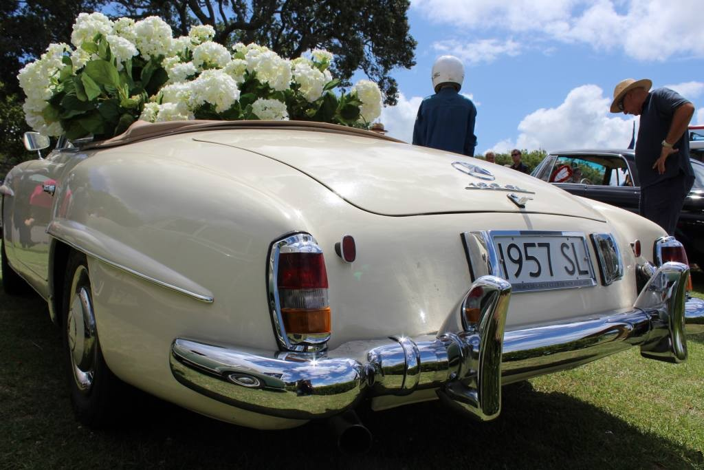 Garry's 190SL and  'Giving Flowers'