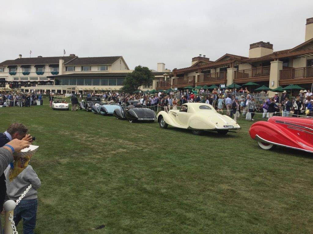 lining-up-for-the-awards-at-the-18th-green