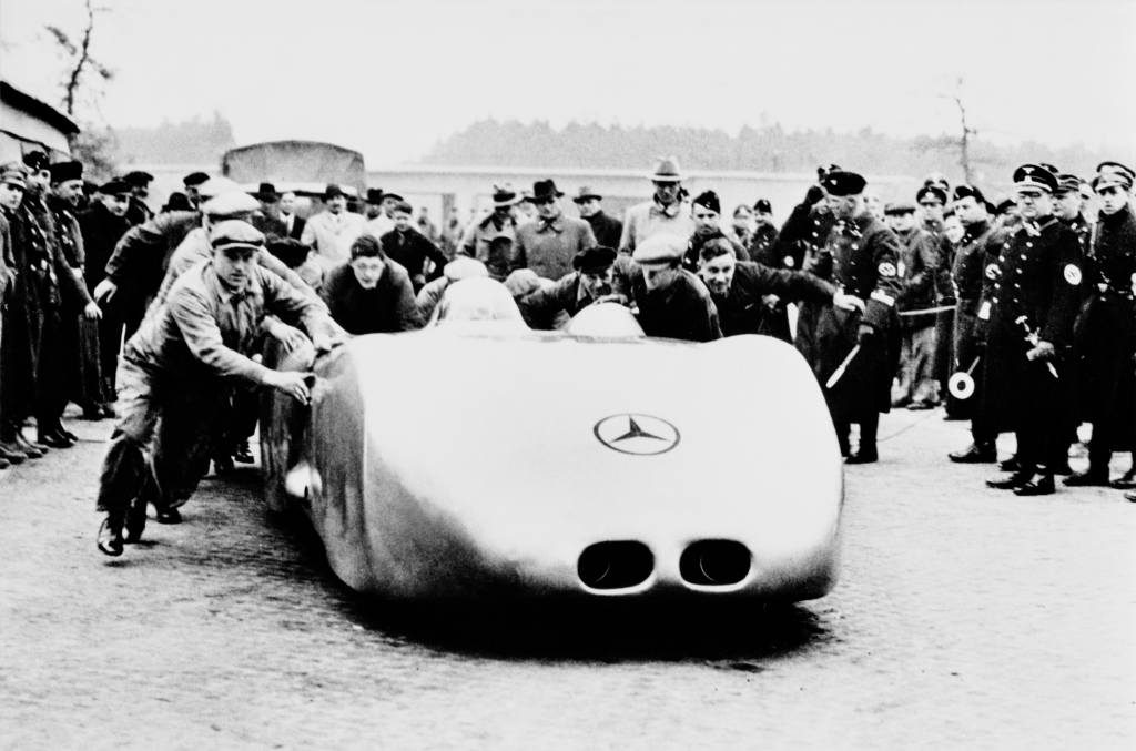Absolute record - on 28 January 1937, Rudolf Caracciola set two speed records for public roads that still stand today in the W 125